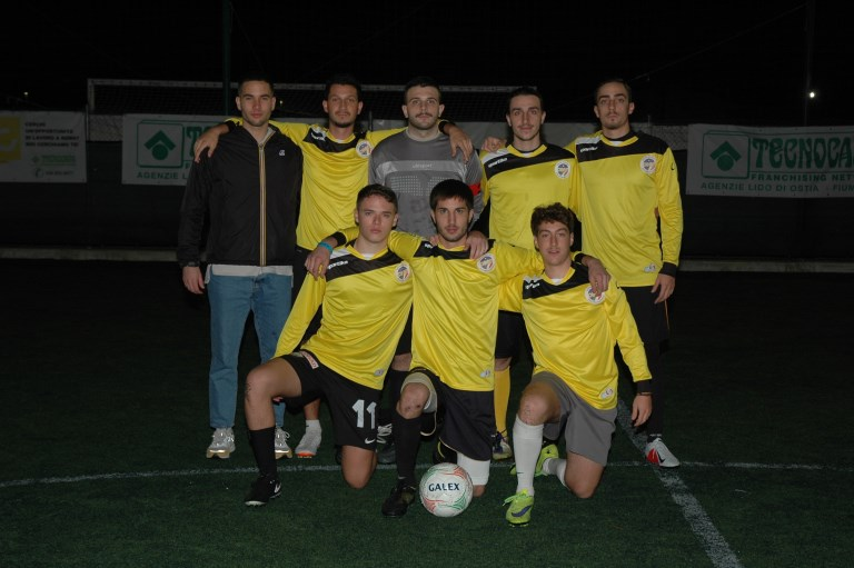 Divano Football Club.Serie B Sempre In Testa Divano Kiev As Club Italia